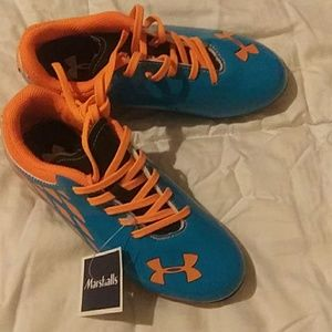 Shoes -cleets for sports